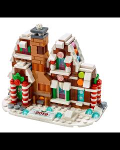 Gled deg til en julete bygge- og lekeopplevelse med LEGO Pepperkakehus. Denne morsomme modellen er en skattkiste full av magiske detaljer som melisdekkede tak med fargerik godtepynt, en fasade som er til å spise opp, med søyler av sukkertøystenger og glit